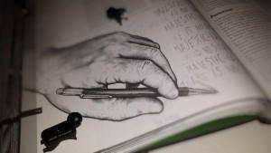 Ninja 1 : « C'est débile comme position pour écrire... » Ninja 2 : « T'as rien compris, l'illustrateur est droitier et il a pris sa main gauche comme modèle pour dessiner... »